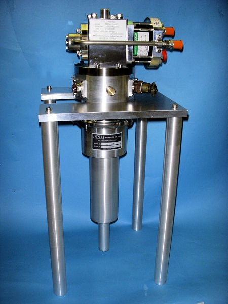 SHI-4ST-1 Sub-compact, Non-optical 4 K Cryostat
