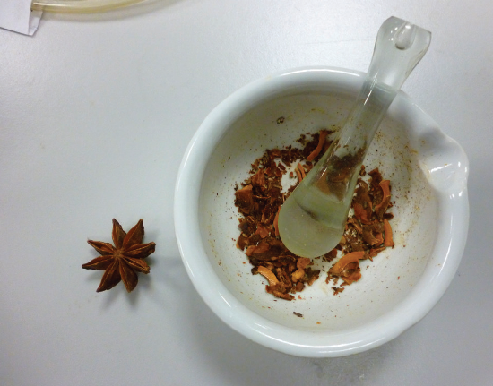 Ground whole star anise seed pods.
