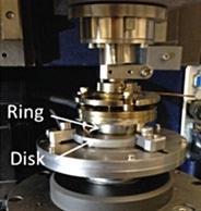 Ring-on-disk setup on a UMT.