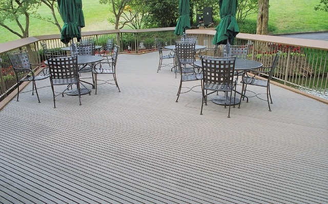 The Muirfield Village Golf Club, designed by Jack Nicklaus, offers an outside patio deck for players to relax and have a snack between nines.
