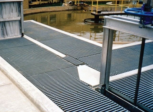 Low maintenance fiberglass grating provides trouble free operations for the covers and walkways in the Lakewood, Colorado Wastewater Treatment Plant Headworks. DURADEK® I-6000 38 mm was used.