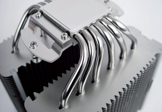 The aluminum cooling fins, copper heat pipes and the copper base of this CPU cooler are completely nickel-plated.