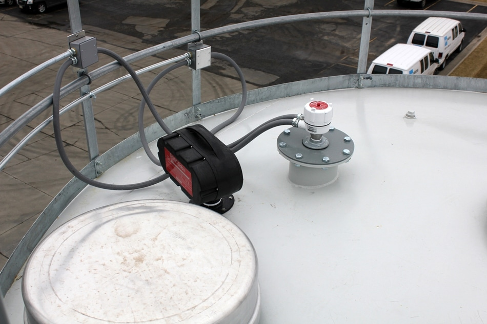 A SmartBob cable-based level sensor performs as an automated tape measure. An extended vibrating rod is used for high level control to alert delivery drivers when the silo is full.