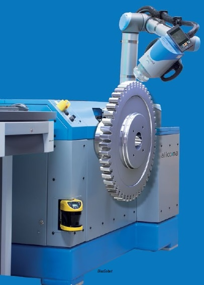 The DiscCobot is used to automatically verify the edges of turbine discs and the extremely flexible ToolCobot enables users to measure large tools directly in the machine tool.