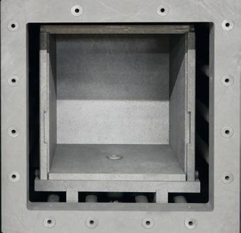HTK 8 mantle heater with opened retort.