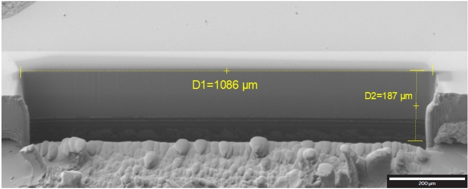 1086-µm-wide cross-section through part of an OLED display, SE detector at 2?kV.