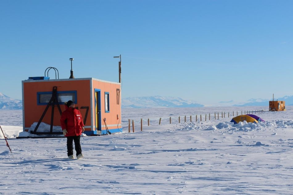 The fish hut was located on the ice, 30 km from McMurdo Station. (P. DeCarlo, all rights reserved)