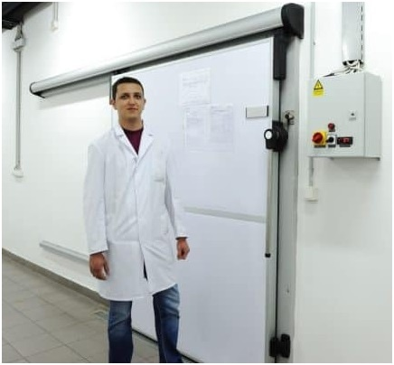 Employee in Front of a Lambda-Room.