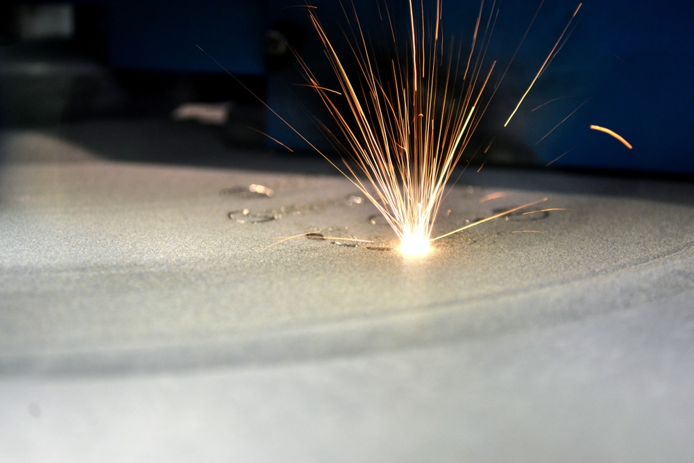 Laser sintering machine for metals used in additive manufacturing