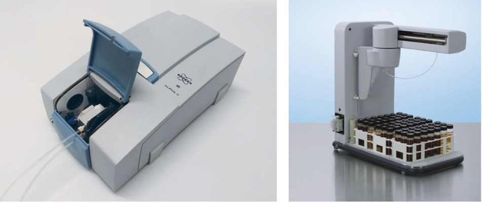 LPHA II FTIR spectrometer (left) equipped for oil analysis and autosampler AIM3300 (right) prepared for measurement.