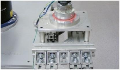 Measurement beam of the laser vibrometer.