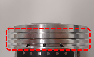 The red dotted rectangle shows piston ring grooves without any burrs.