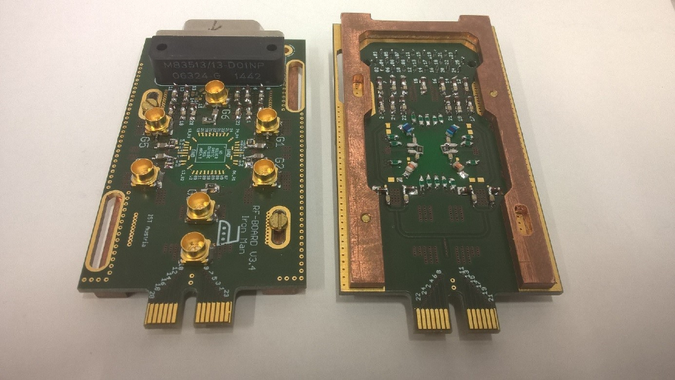 The PCB sample holder top view (left) and bottom view (right).