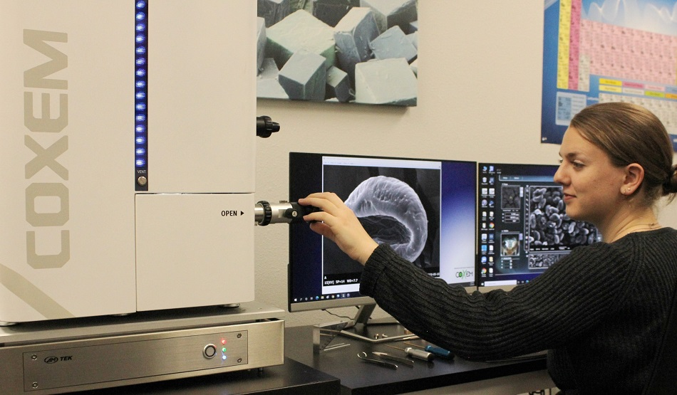 The Coxem EM-30N is a perfect fit for smaller universities, undergrad education, and basic research.