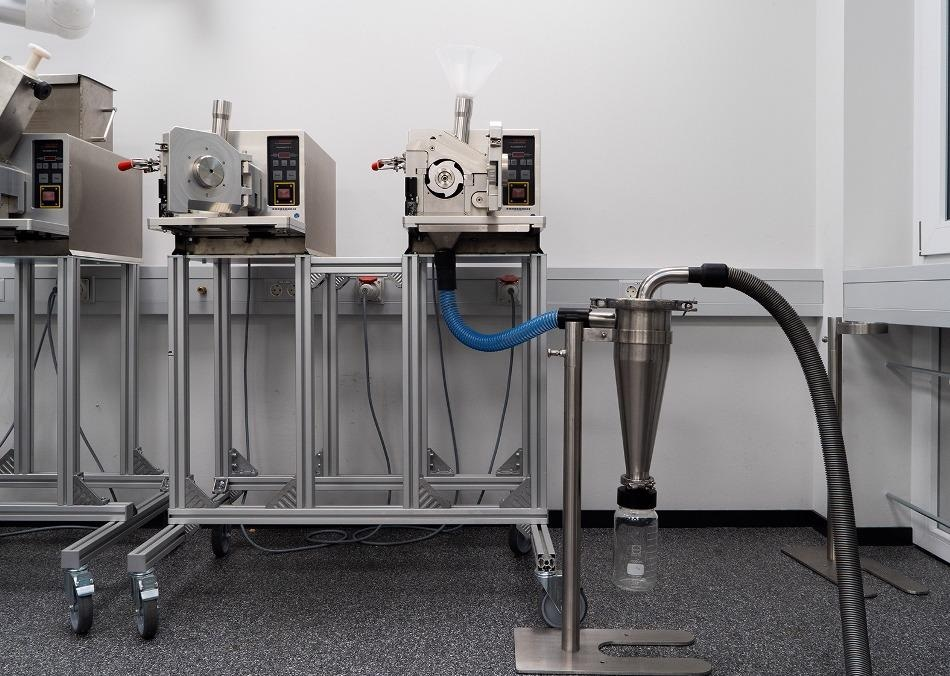 PULVERISETTE 19 with high-performance Cyclone separator.