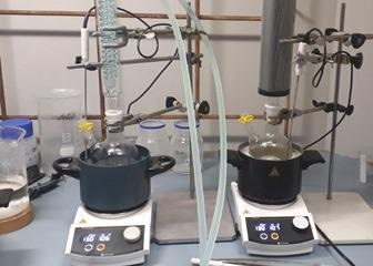 Safety in the lab: Findenser™ (on the right side) takes less space in the fume hood