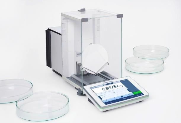 XPR205 analytical balance with filter weighing tray.