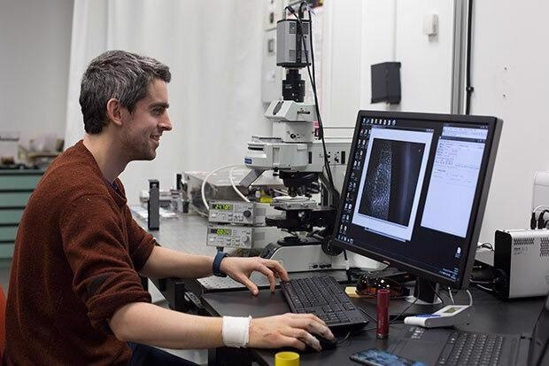 Dr Finlay Walton working on the system with the Linkam THMS600 at the University of Glasgow.