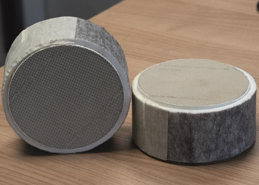 Ceramic parts catalyst with fleece sides