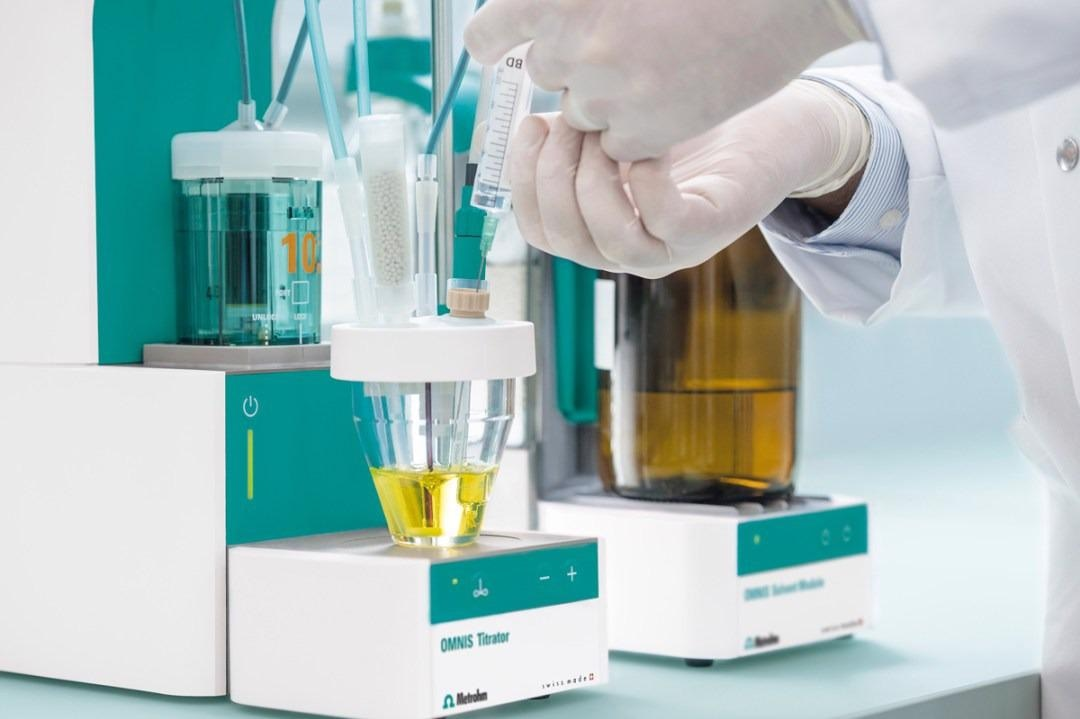 Manual sample injection for volumetric KF Titration.