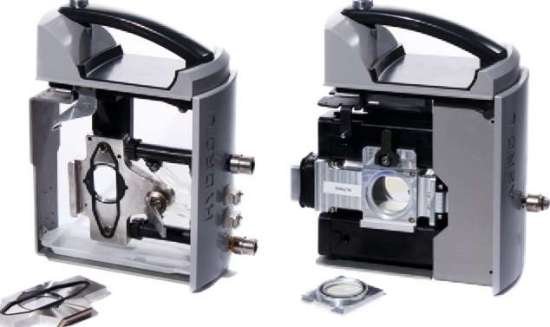 The measurement cell of the Mastersizer 3000 system can be split with a simple flip of a lever.