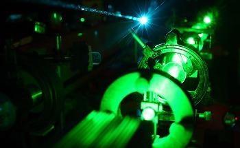 Correct Laser Wavelength for Raman Material Identification