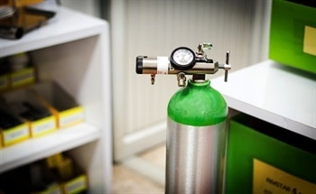 The Use of Oxygen in SEM Plasma Cleaning Equipment