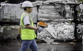 Inspecting the Features of the Vanta™ Element Handheld XRF Analyzer