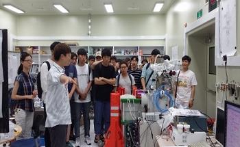 Applying AI to Electron Microscopes