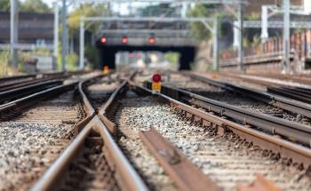 Detecting Defects in Railway Rails with Inductive Thermography