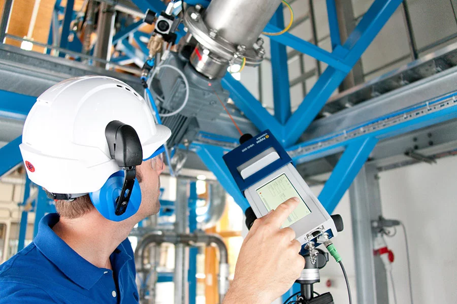 Condition monitoring in industrial plants and on the machine with portable laser vibration sensor VibroGo.