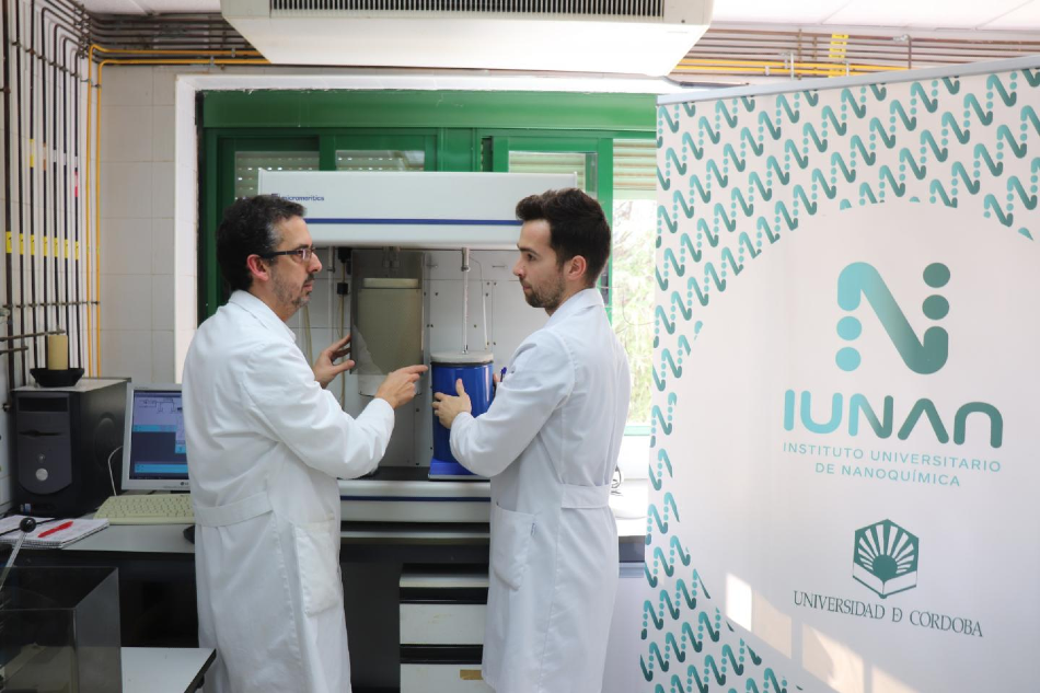 ÁLVARO CABALLERO(LEFT.) AND FERNANDO LUNA, WORKING IN THE LABORATORY