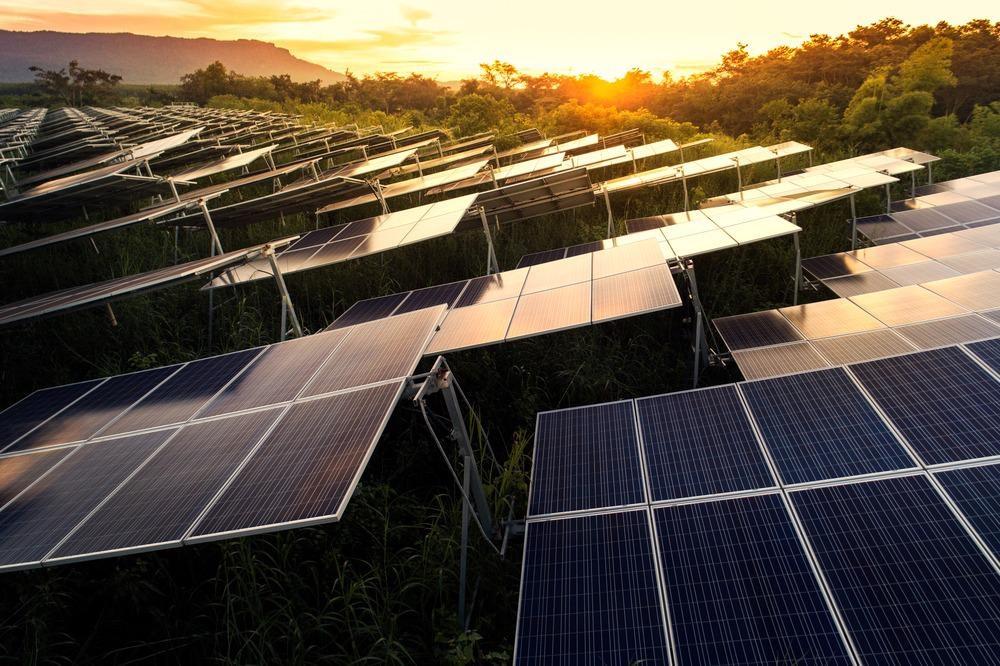 Temperature-Bandgap Relation Determines Outdoor Performance of Perovskite/Silicon Tandem Solar Cells