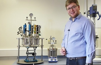 Flexible Device for Screening Chemical Reactions Under High Pressure