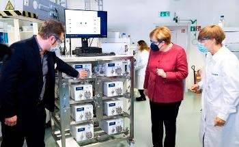 German Chancellor Delighted After Company Visit to KNAUER, Calling the Company a Pearl