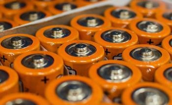 Engineers Create New Type of Battery that Weaves Two Promising Battery Sub-Fields into One