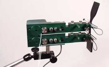 Extensometer for ASTM D412 elastomer tensile testing