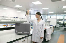 The Spinsolve Carbon benchtop NMR spectrometer - for every chemistry lab from Magritek